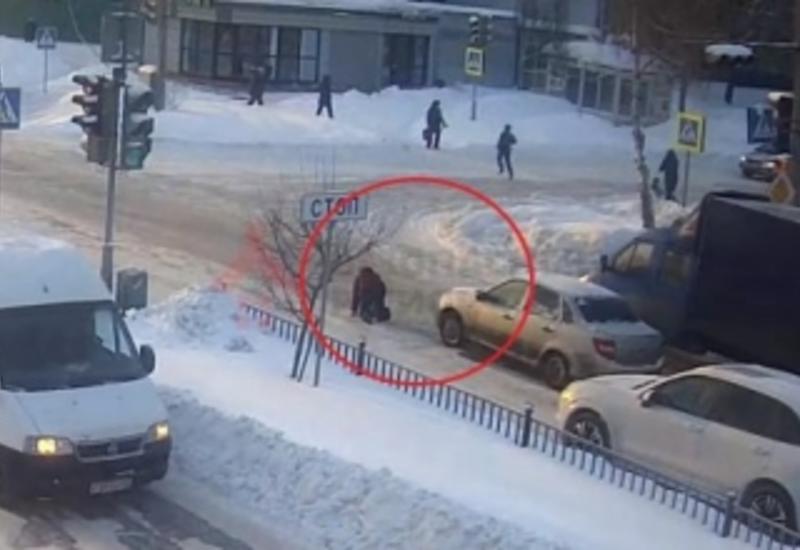 Водитель специально сбил поскользнувшуюся на переходе женщину