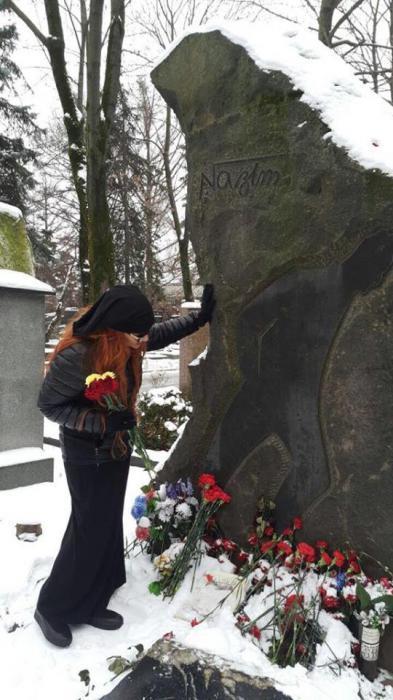 Xumar Qədimova kimin məzarı başında? - FOTO - VİDEO