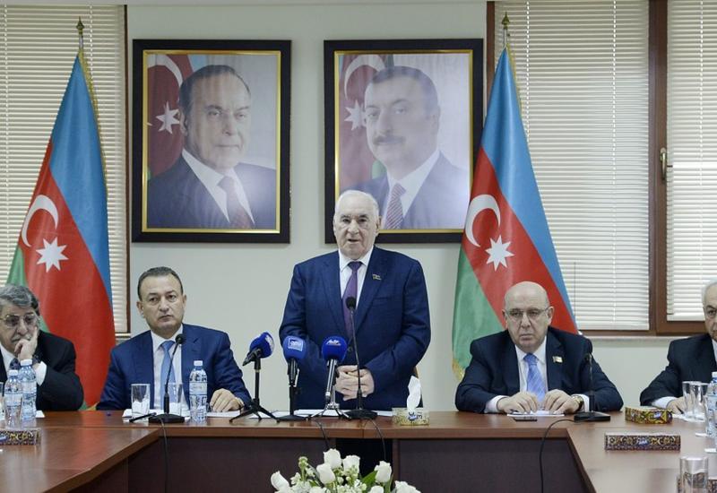 Совет аксакалов поддерживает кандидатуру Ильхама Алиева на президентских выборах <span class=&quot;color_red&quot;>- ФОТО</span>