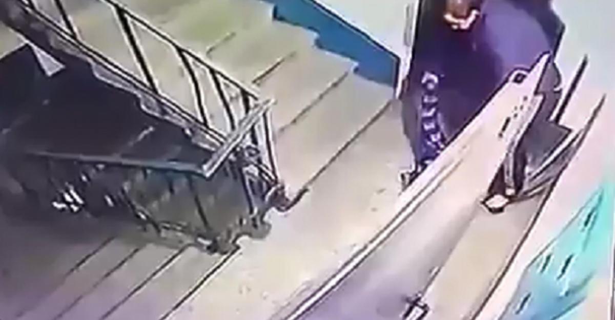 ВЗапорожье мужчина упрятал  труп влифте многоэтажки