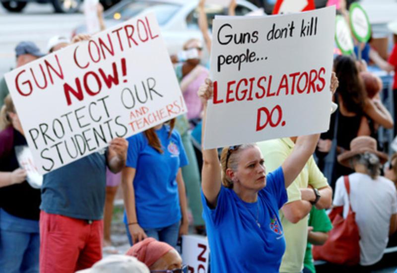 Тысячи американцев вышли на митинг против свободного оружия
