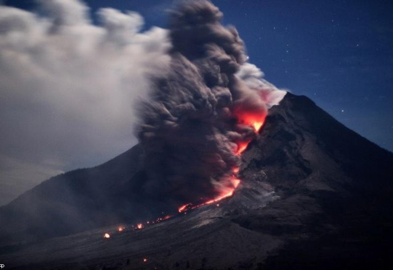 """В Индонезии произошло извержение вулкана <span class=""""color_red"""">- ОБНОВЛЕНО - ВИДЕО</span>"""