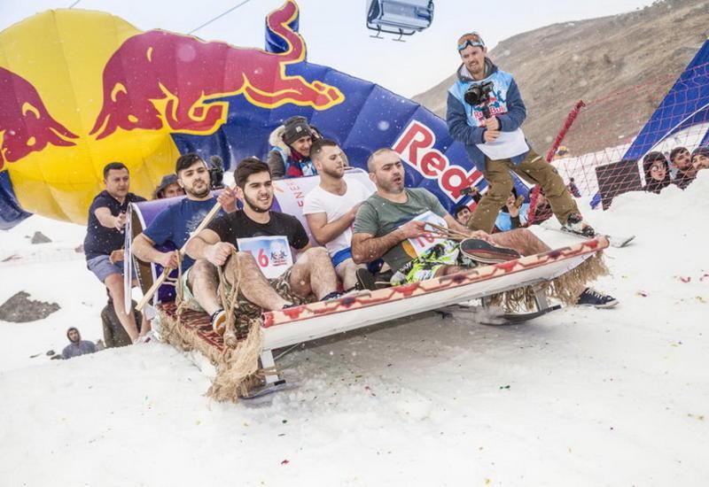 """В «Шахдаг» прошел самый экстремальный и веселый зимний конкурс Red Bull Shakh Carpet <span class=""""color_red"""">- ФОТО</span>"""