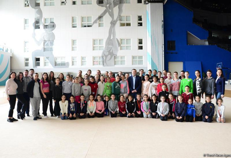 """Юные азербайджанские гимнасты встретились с Шахрияром Мамедъяровым <span class=""""color_red"""">- ФОТО</span>"""