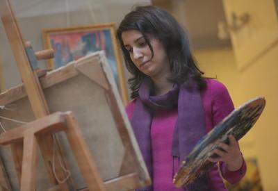 """Молодая азербайджанская художница представила свои картины в Вене <span class=""""color_red"""">- ФОТО</span>"""