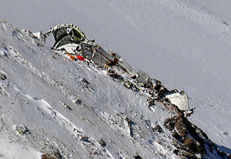 Тела 45 погибших обнаружены на месте авиакатастрофы в Иране