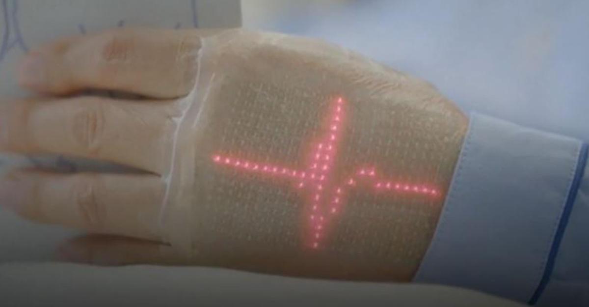 Японские ученые создали эластичный дисплей, клеящийся на кожу