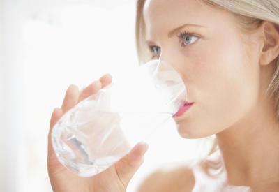"""Как регулярно пить воду - 5 хитростей <span class=""""color_red"""">- ФОТО</span>"""