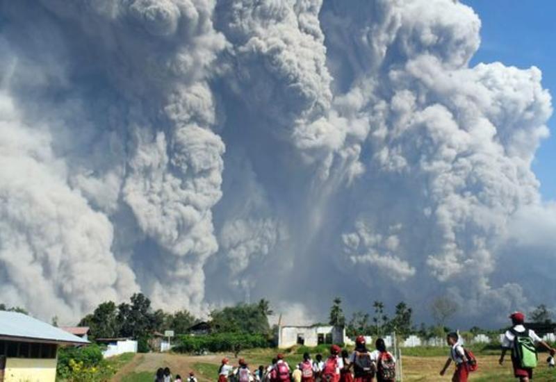 В Индонезии объявлен самый высокий уровень опасности из-за извержения вулкана