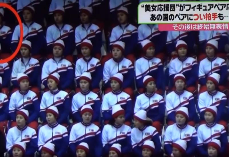 """Страх потеряла? Чирлидерша из КНДР забылась и похлопала американским фигуристам <span class=""""color_red"""">- ВИДЕО</span>"""