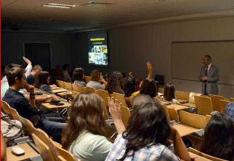 Минобразования Азербайджана разрешило перевестись почти 900 студентам