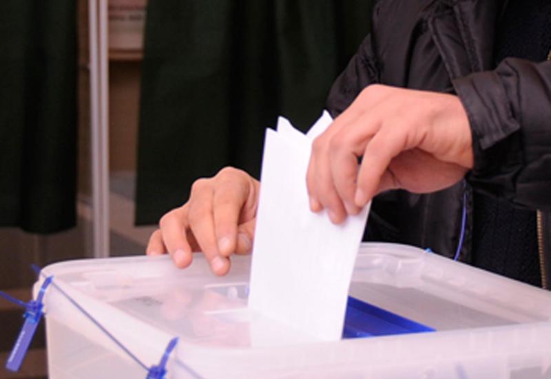 В Азербайджане начинается выдача удостоверений для голосования на президентских выборах