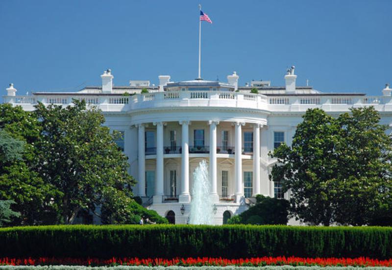 Женщина за рулем врезалась в ограждение у Белого дома
