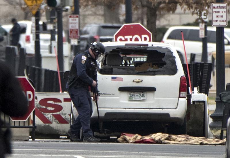 """Вооруженная американка протаранила забор Белого дома. Это ее третья попытка попасть внутрь <span class=""""color_red"""">- ФОТО</span>"""