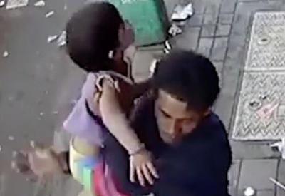 """Двухлетнюю девочку похитили в двух шагах от папы <span class=""""color_red"""">- ВИДЕО</span>"""