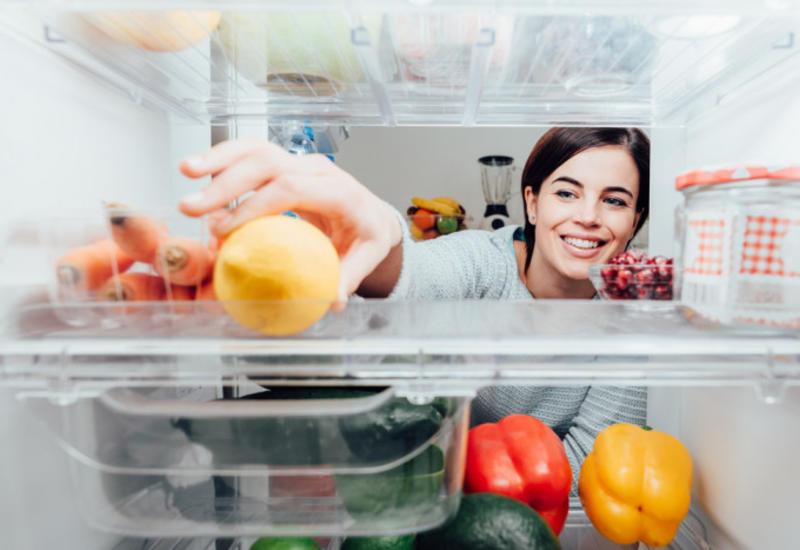 Американский диетолог показала, какие продукты всегда есть в ее холодильнике