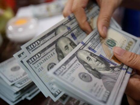 Иран запретил использование долларов при валютных операциях