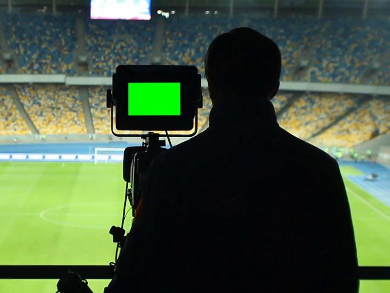 Футболист продемонстрировал судье желтую карточку