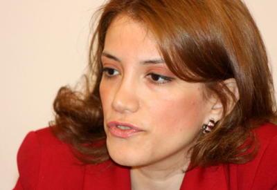 """Виллы, деньги, бизнес - как борются за """"демократию"""" азербайджанские радикалы"""