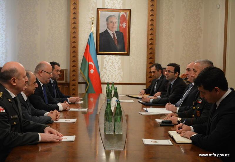 Эльмар Мамедъяров на переговорах с министром обороны Грузии
