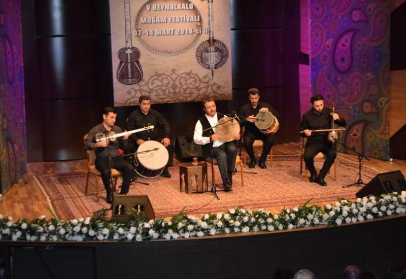 """Великолепное исполнение мугама «Шур» поразило гостей на Фестивале """"Мир мугама"""""""