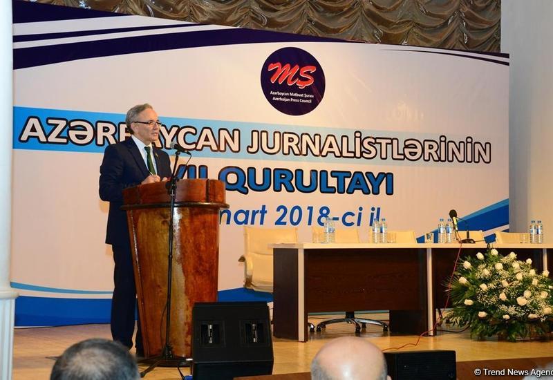 Афлатун Амашев переизбран главой Совета печати Азербайджана