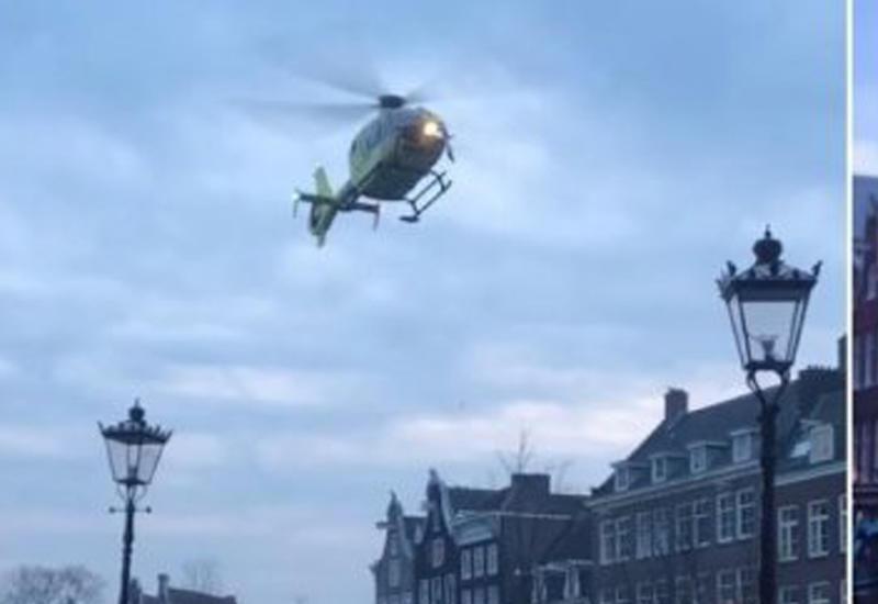 Вертолет спасателей виртуозно припарковался на узком мосту в Амстердаме
