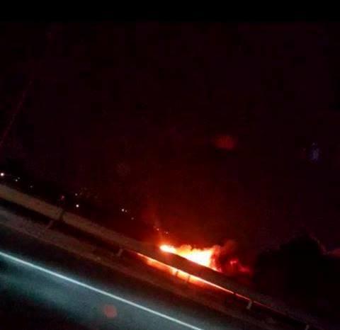 Bakıda stadionunun yaxınlığında avtomobil yandı - Tıxac var - YENİLƏNİB - FOTO