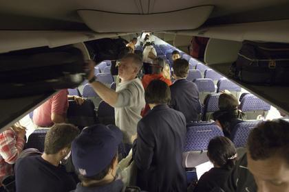 Собачка скончалась из-за требования стюардессы поместить еенаполку для багажа