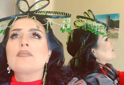 Фото дня - Самый обсуждаемый головной убор Эльзы Сеидджахан