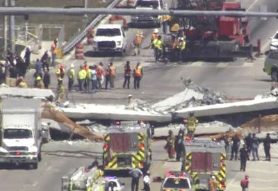 """Обрушение пешеходного моста в Майами, погибли шесть человек <span class=""""color_red"""">- ОБНОВЛЕНО - ВИДЕО</span>"""