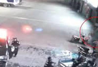 """Полицейский пострадал, спасая женщину, выпавшую из окна <span class=""""color_red"""">- ВИДЕО</span>"""
