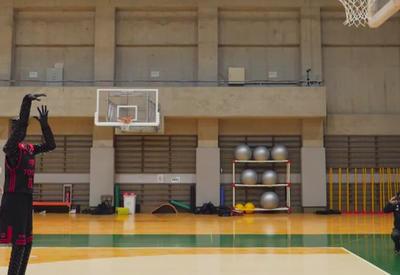 """В Японии робота научили играть в баскетбол <span class=""""color_red"""">- ВИДЕО</span>"""