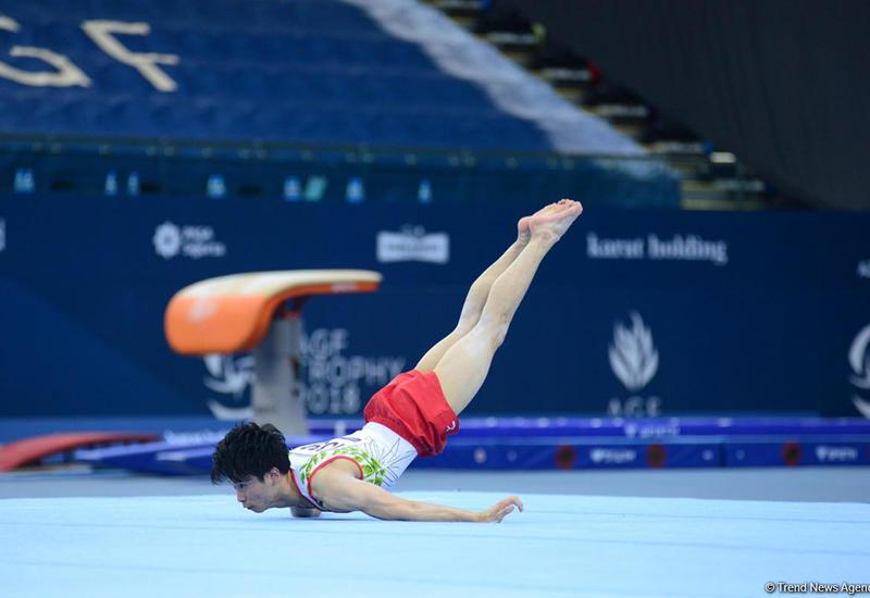 """Японский гимнаст выиграл в Баку """"золото"""" Кубка мира в вольных упражнениях"""