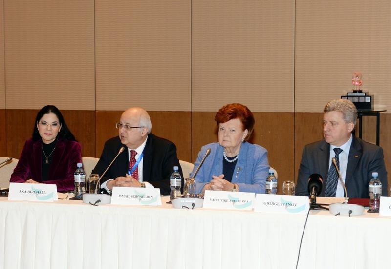 """В рамках VI Глобального Бакинского форума прошел Международный книжный саммит <span class=""""color_red"""">- ФОТО</span>"""