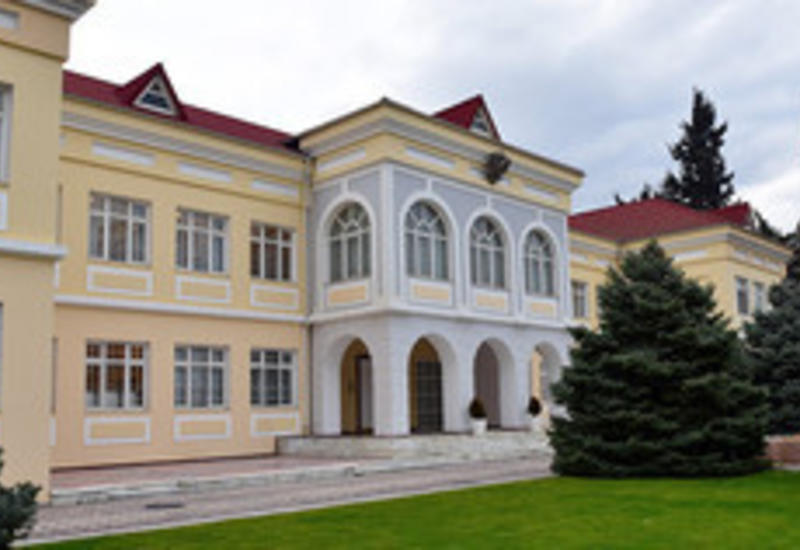 В посольстве РФ в Азербайджане проходит голосование в связи с выборами президента