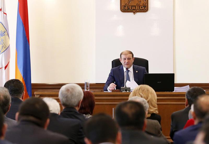 Новый скандал в мэрии Еревана