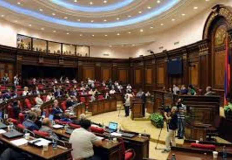 В армянском парламенте поиздевались над депутатом