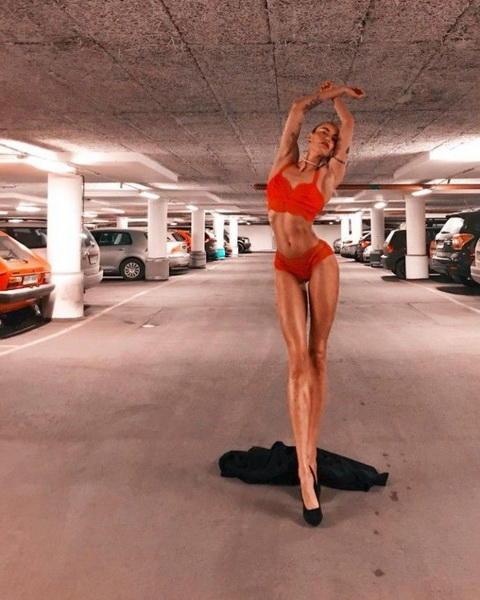 Sоги этой девушки сводят с ума миллионы При росте 178 длина ее ног 108 см