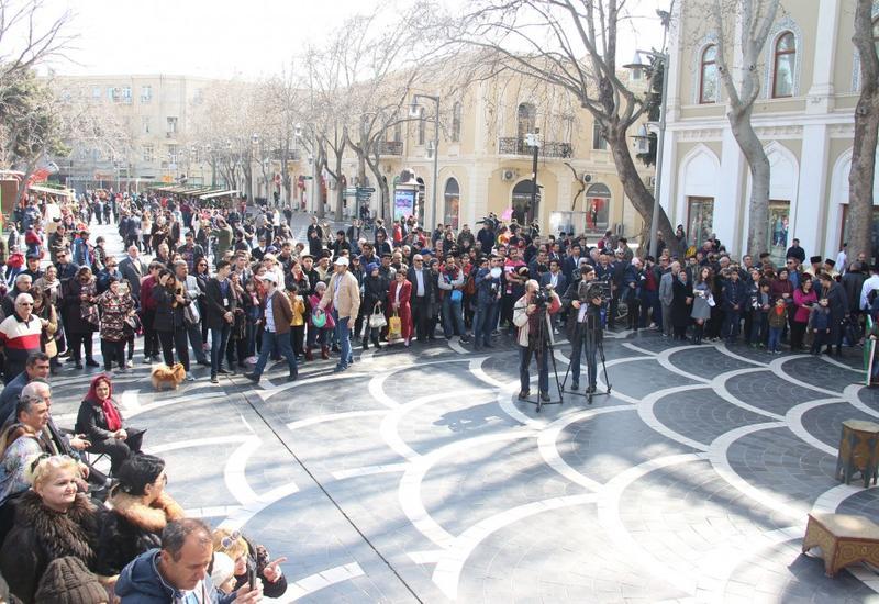 "На Площади фонтанов в Баку открылась праздничная ярмарка <span class=""color_red"">- ФОТО</span>"