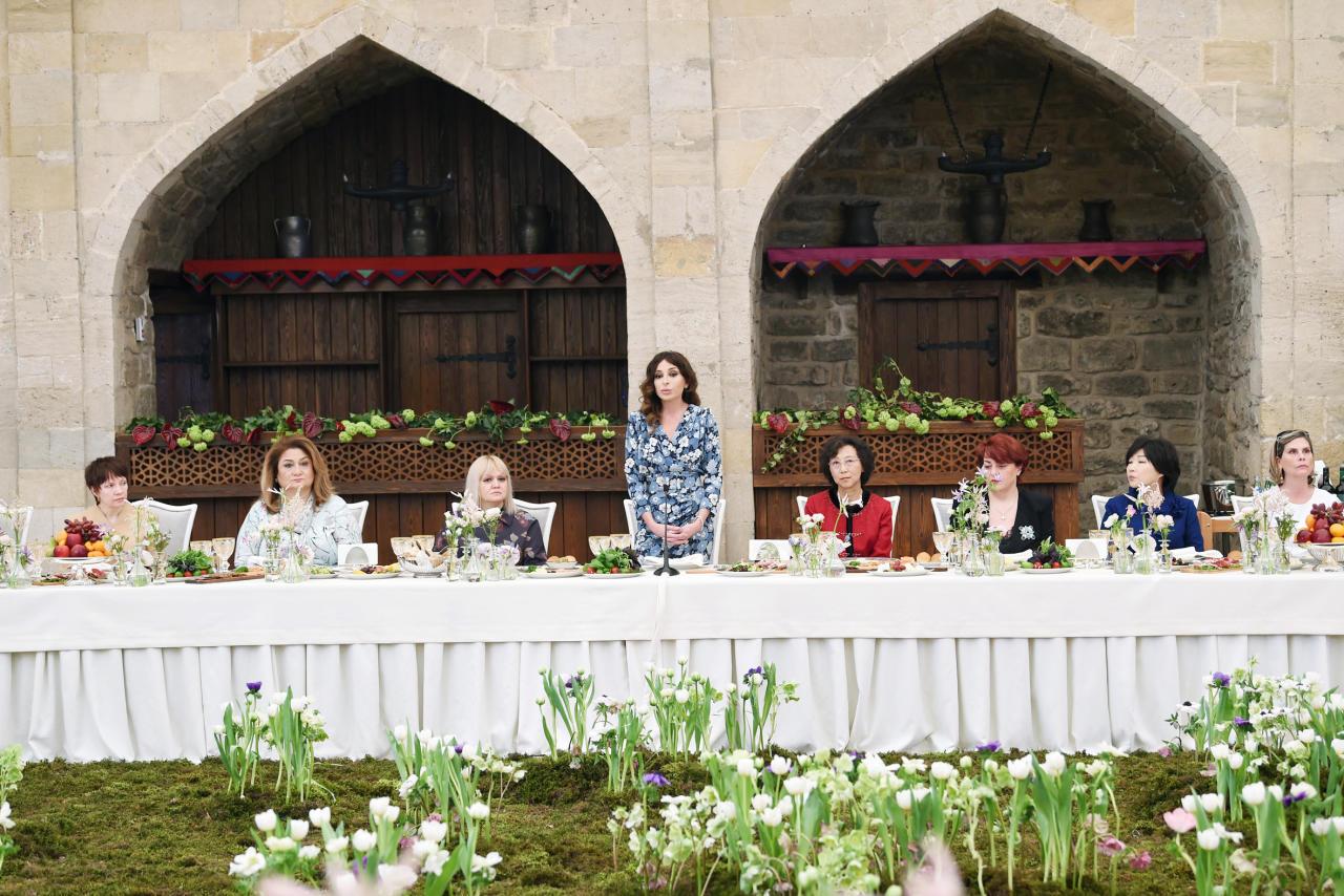 Первый вице-президент Мехрибан Алиева встретилась с супругами руководителей дипломатических миссий - ФОТО