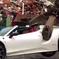 """Эвакуированный Ferrari за $260 тыс. по ошибке уничтожили на свалке <span class=""""color_red"""">- ВИДЕО</span>"""