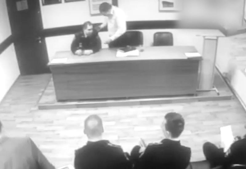 """Начальник ОМВД Москвы пытался задушить майора на совещании, а потом уволил его <span class=""""color_red"""">- ВИДЕО</span>"""