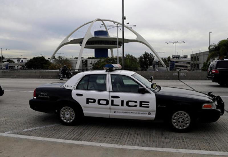 В Калифорнии автомобиль протаранил ворота авиабазы