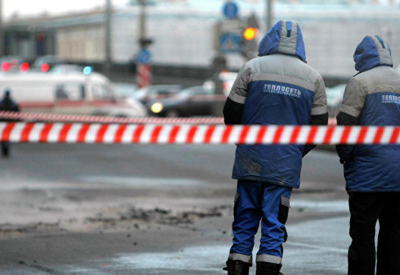 """В Петербурге фонтан горячей воды выбил стекла в соседних зданиях <span class=""""color_red"""">- ВИДЕО</span>"""