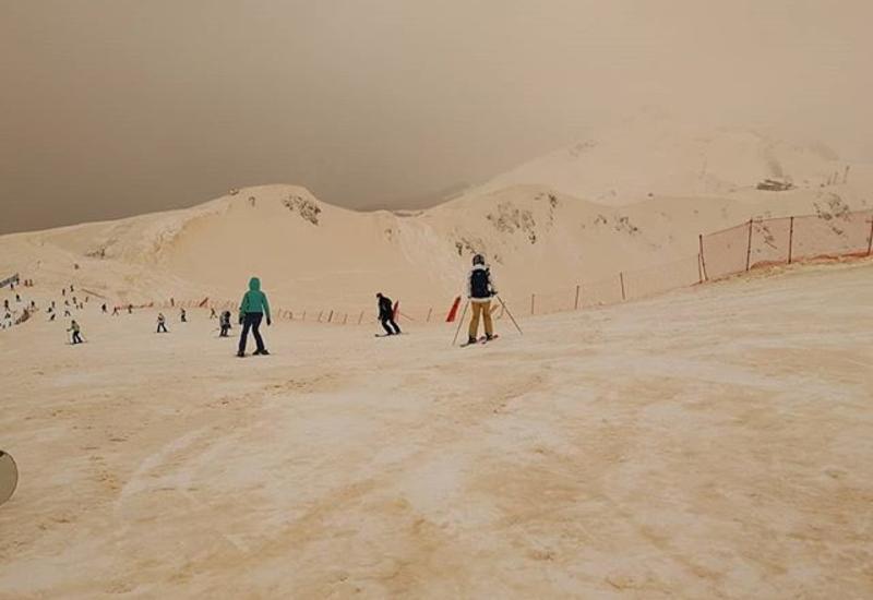 """На горнолыжном курорте вместе со снегом выпал песок. Получилось как на Марсе <span class=""""color_red"""">- ФОТО</span>"""
