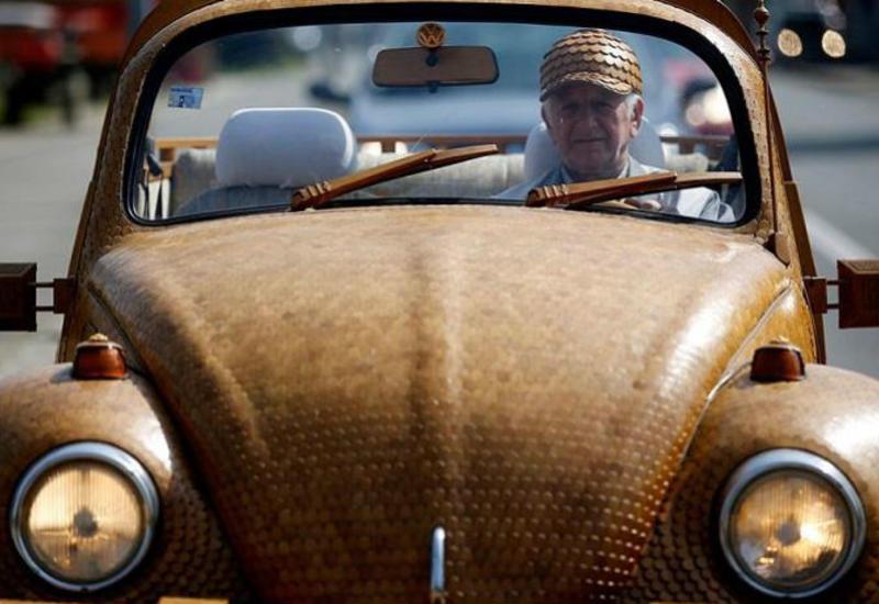 """Пенсионер сделал полностью деревянный «Фольксваген-жук» более чем из 50 000 отдельных кусков дуба <span class=""""color_red"""">- ФОТО</span>"""