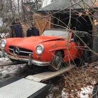 """В заброшенном сарае нашли старинный Mercedes без пробега <span class=""""color_red"""">- ФОТО</span>"""