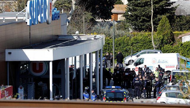 ВоФранции обстреляли машину получившего убежище азербайджанского корреспондента