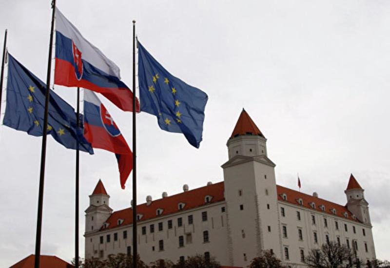 Словакия тоже отзывает посла из Москвы